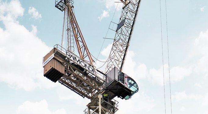LR213, zakupiony przez firmę Henry Constructions, został wzniesiony przez dealera Bennetts Cranes