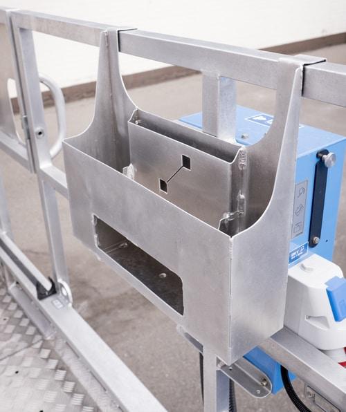 Pojemnik nadokumenty formatu A4 oraznarzędzia idrobne elementy domontażu