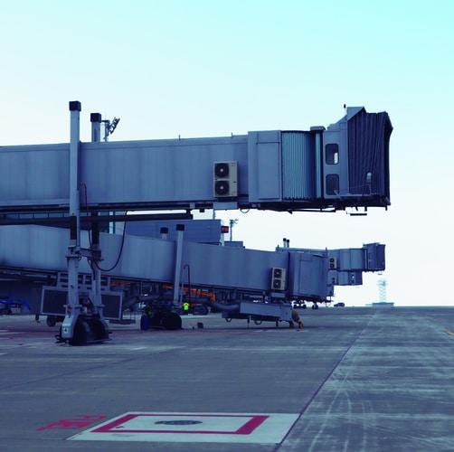 Pomosty PBB firmy thyssenkrupp Elevator nalotnisku wStambule