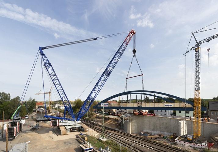 Wraz z555 tonami balastu LR 1750/2 jest odpowiednio wyposażony dowykonania operacji podnoszenia mostu