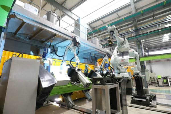 Nowoczesne stanowiska pracy wnowej fabryce ZOOMLION