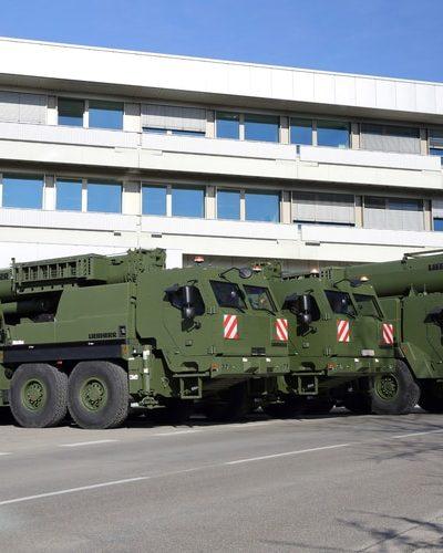 Liebherr dostarcza pierwsze żurawie wojskowe G-LTM i G-BKF